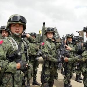 Китайские солдаты уже не так хорошо помещаются в танки