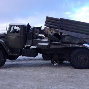 На вооружении российских боевиков 110 систем ПВО, 380 РСЗО и 700 танков и 9 тыс. солдат регулярной армии РФ, - замкомандующего АТО