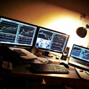 forex-trader-trading-desk-1