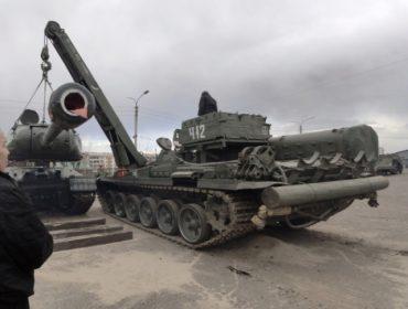 Военные мастера справились с установкой 9-ти тонной башни на ИС-2
